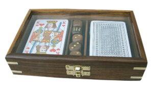 spielebox-mit-karten-und-wuerfel